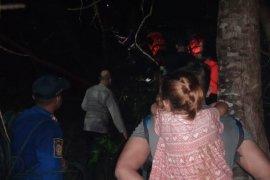 Satu keluarga terjebak di kebun akibat sungai meluap