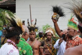 Sidang istimewa dewan adat tetapkan JJK Mandibodibo pemimpin suku Biak