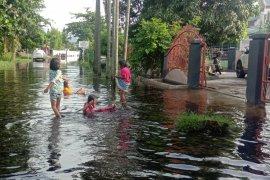 Dumai kebanjiran, Wako Paisal kerahkan amphibi bersihkan sungai