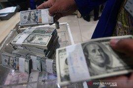 Dolar AS tergelincir dari tertinggi dua bulan, Bitcoin merosot