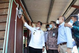 Gubernur Kepri resmikan listrik desa di Lingga