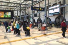 Penumpang melandai, Stasiun Senen kurangi jumlah keberangkatan KA