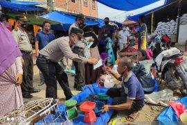 Putus penyebaran COVID-19, pedagang Pasar Kayu Jati dapat masker gratis