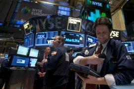 Wall Street dibuka naik karena imbal hasil obligasi AS turun
