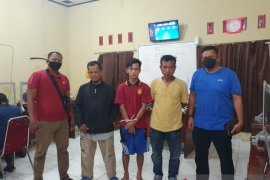 Polres Pasaman Barat tangkap pelaku diduga pencuri sepeda motor dan penadah