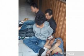 Terekam CCTV hendak mencuri , empat orang babak belur dihajar massa di Bukittinggi
