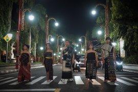 Desainer Athan Siahaan ajak generasi muda cintai produk Tenun Nusantara