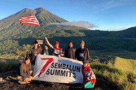 Perwira TNI Letkol Andry mendaki tujuh puncak Sembalun NTB