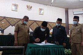 DPRD Padang sahkan Ranperda Retribusi Jasa Usaha