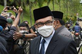 Anwar Ibrahim serahkan usulan parlemen hilang kepercayaan ke PM Malaysia