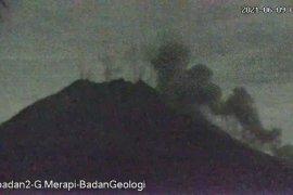 Tiga awan panas guguran Gunung Merapi meluncur hingga 1,6 km