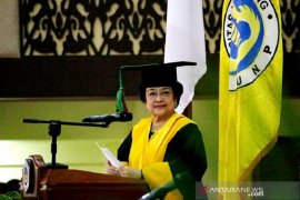 Prof Ganefri nyatakan Megawati Soekarnoputri pantas dapatkan gelar profesor kehormatan