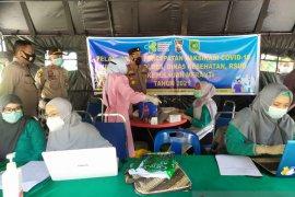 Kapolres tinjau vaksinasi massal di Taman Cik Puan