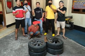 Curi ban mobil yang sedang parkir, Irwan ditangkap polisi
