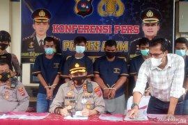 Empat pelaku dalam dua komplotan pencuri motor, diringkus polisi Polres Agam dalam Operasi Sikat