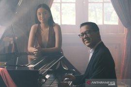 "Amanda Fedora feat Andi Rianto di \""Pursuit\"""