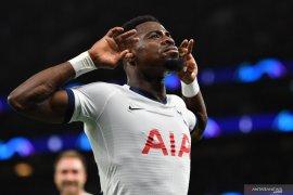 Bek kanan Tottenham Serge Aurier sepakat  kembali ke PSG