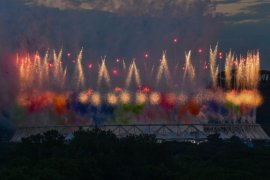 Pertunjukan kembang api warna-warni dan balon warnai pembukaan Euro 2020