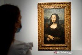 Lukisan tiruan Mona Lisa terjual  Rp49 miliar di Paris