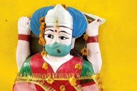Penduduk desa India berdoa pada \'dewi corona\' demi selamatkan diri dari virus