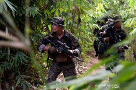 Marinir Indonesia dan AS berlatih perang hutan di Gunung Tumpang Pitu Banyuwangi