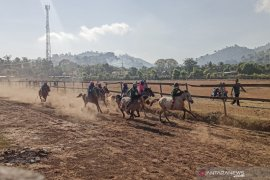 Uno vows to develop Bima\'s horse racing as part of tourist attractions