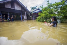 BMKG prakirakan hujan lebat berdampak banjir di 17 provinsi