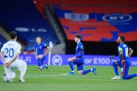 Pemain Inggris lakoni aksi berlutut, ada apa?