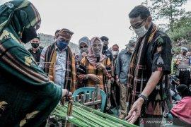 Sandiaga Uno optimistis produk kain tenun tradisional Bima tembus pasar ekspor