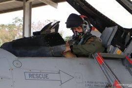 Enam pesawat tempur F-16 milik AS latihan bareng di Pekanbaru
