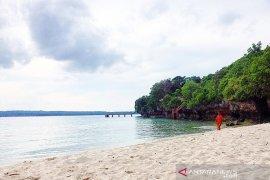 Baubau kembangkan pantai Nirwana menjadi wisata nyaman dan aman