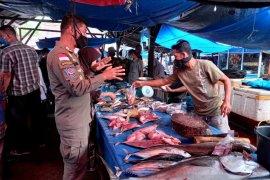 Tim gabungan beroperasi di Pasar Taluak, 140 pelanggar pelanggar prokes terjaring
