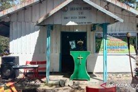 Bupati Jayawijaya bantu 100 sak semen untuk Jemaat Eklesia Juarima