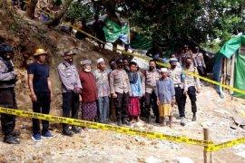 Polisi menutup lokasi tambang emas ilegal di Lombok Barat