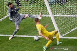 Giliran Andriy Yarmolenko singkirkan botol minuman sponsor Euro 2020