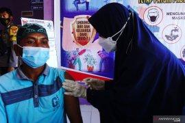 Forkopimda Mamuju gelar vaksinasi COVID-19 untuk 1.000 warga