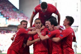 Denmark sementara unggul 1-0 atas Belgia dalam laga dihentikan sejenak demi Eriksen