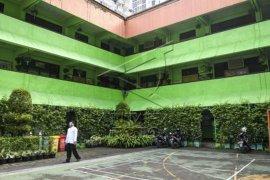 Pemprov DKI Jakarta hentikan sementara uji coba sekolah tatap muka