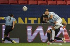 Argentina puncaki Grup A usai menaklukkan Uruguay 1-0