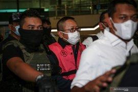 Buron kasus pembalakan liar Adelin Lis tiba di Indonesia Page 2 Small