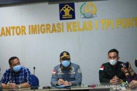 Imigrasi Pontianak deportasi 27 warga negara Vietnam karena kasus pencuri ikan
