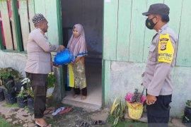 Satgas Madago Raya  salurkan bantuan sembako untuk keluarga napiter