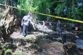 Mayat bayi perempuan usia 2 hari ditemukan di pinggir Kali Atas Batu Lombok Timur