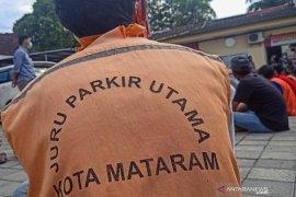 Polresta Mataram menyarankan juru parkir liar urus legalitas