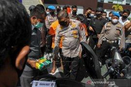 Polda Riau Tangkap Dua Pengedar 19 Kg Sabu