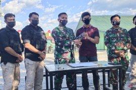 TNI Papua terima dua pucuk senjata rampasan KKB