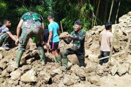 Prajurit TNI Lantamal VI buka daerah terisolir di Kepulauan Selayar