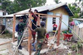 Satgas TMMD Kodim Biak bangun jamban untuk warga Wasiyai Swandiwe