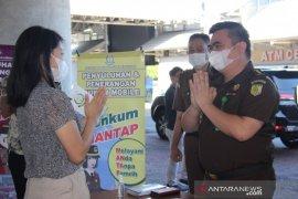Kejati Sulut edukasi layanan hukum pengguna jasa Bandara Samrat