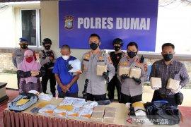 Kurir Sabu 17 kg ditangkap di Dumai Page 2 Small
